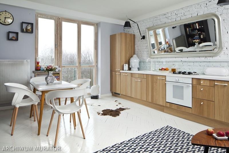 Kuchnia z cegłą na ścianie