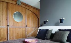 Szafa wnękowa czy garderoba w sypialni? Wiesz, jak planować szafy w domu?