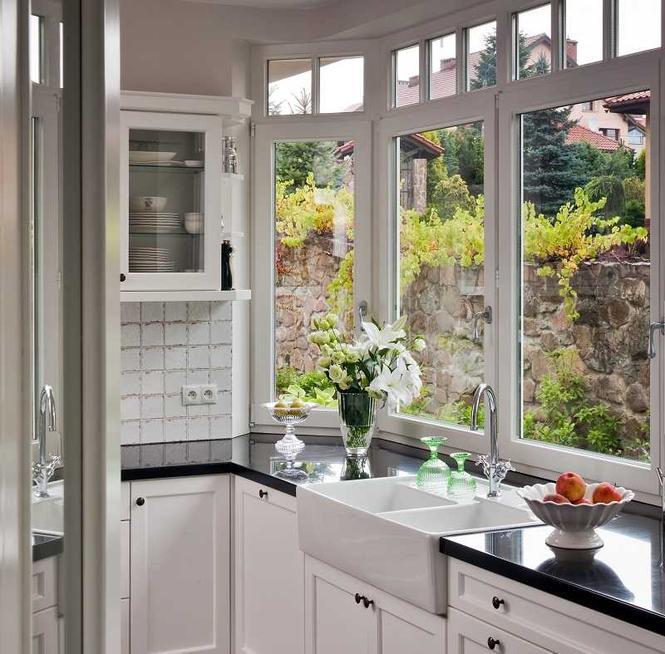 Czy zlew pod oknem to dobry pomysł? Wybierz najlepsze miejsce na zlewozmywak