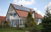 """Własny prąd, czyli domowa elektrownia słoneczna lub wiatrowa na każdym """"podwórku"""""""