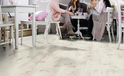 Bliżej natury. Laminowane panele podłogowe przypominające naturalne deski