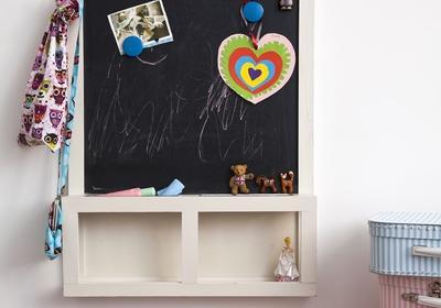Farba tablicowa na ścianie w pokoju dziecka. Stwórz miejsce kreatywnej zabawy