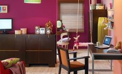 Jak urządzić pokój dla nastolatki? Jak dobrać do wnętrza meble i kolory?