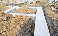 Koszty budowy fundamentów. Tańsze są fundamenty tradycyjne czy płyta fundamentowa?