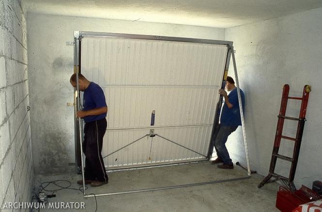 Montaż bramy garażowej uchylnej