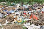 W jaki sposób zgłosić dzikie wysypisko śmieci? Możesz to zrobić za pomocą smartfona. Zgłoszenie automatycznie trafi do właściwej gminy!