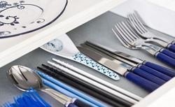Porządek w kuchennej szufladzie. Jak dobrze zagospodarować wkłady do szuflad kuchennych?