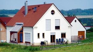 Domy energooszczędne. Czy okna i ściany mogą pozyskiwać i oszczędzać energię?