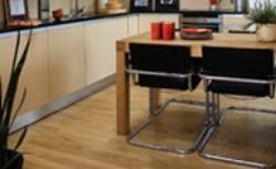 Lakier do drewna. 11 pytań o lakierowanie podłogi drewnianej